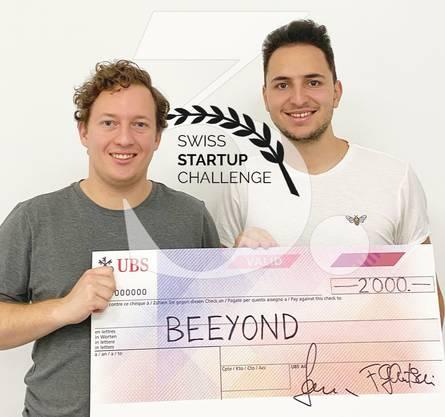 Fabian Zbinden (l.) und Giacomo Travaglione gewinnen mit ihrem Unternehmen Beeyond den dritten Platz an der Swiss Startup Challenge 2020