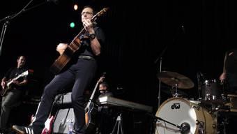 Die Rockband Try Again: Frontsänger Marc Böller an der Plattentaufe am Mittwochabend im Fricks Monti.ras