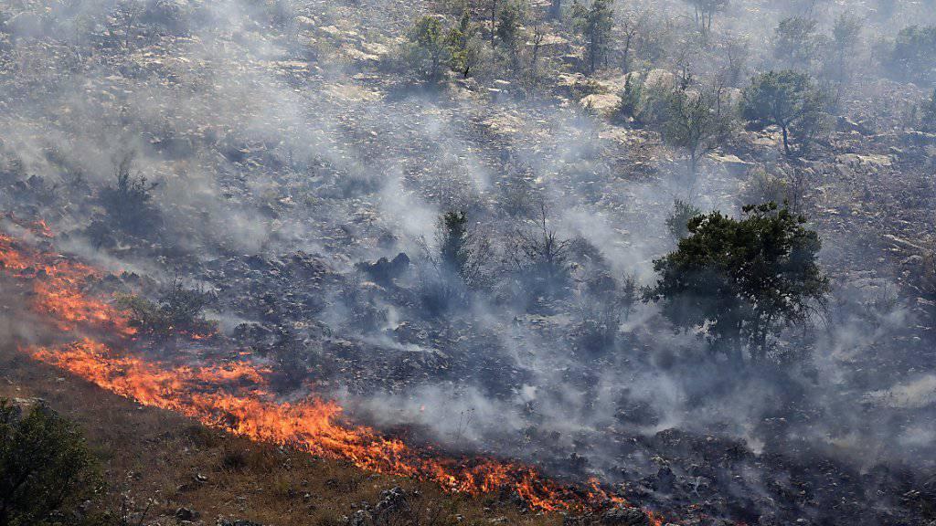 Ein Schweizer Armeehelikopter soll helfen, die Waldbrände in Montenegro zu bekämpfen.