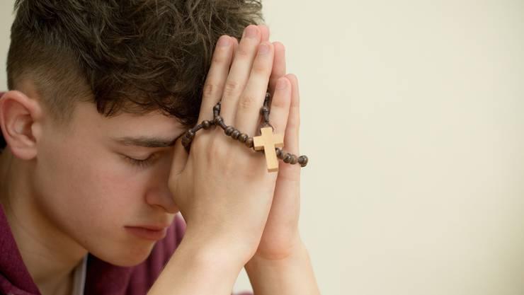 Auch Niederwiler Jugendliche finden Halt und Hoffnung im Rosenkranzgebet. Symbolbild: Thinkstock