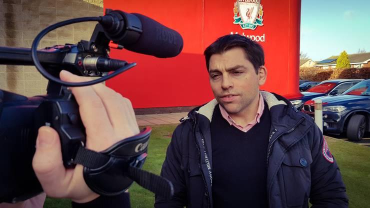James Pearce. Er ist der Star unter den Liverpool-Reportern.
