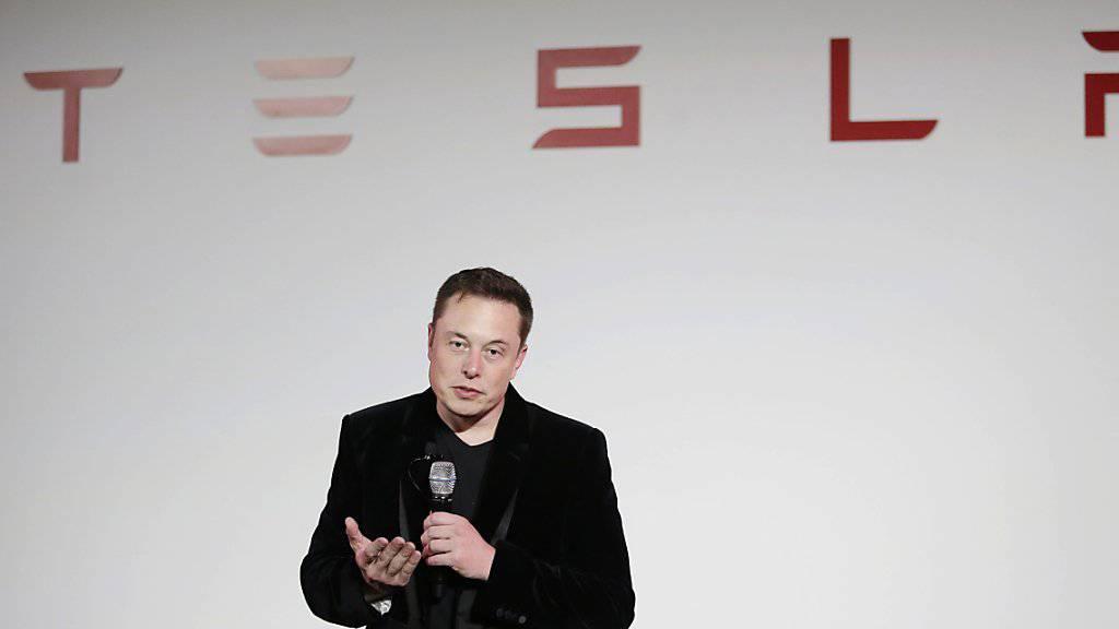 Tesla-Chef Elon Musk zum schnellsten Serienautos der Welt her: «Das ist ein Zeichen dafür, dass Elektroautos die Zukunft sind.»