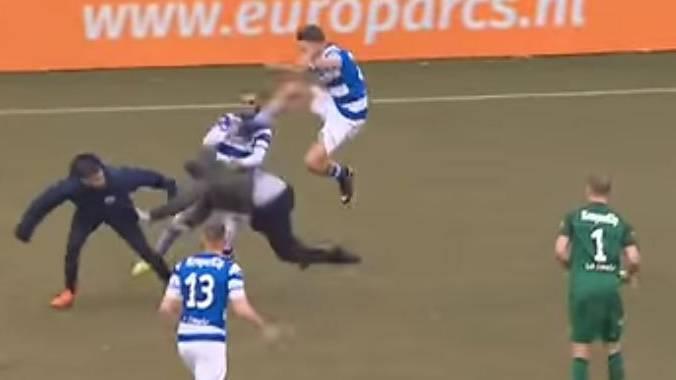 Go Ahead Eagles vs. De Graafschap: Fans prügeln sich mit Spielern und Stewards.