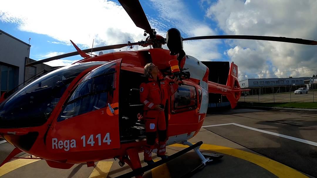 Unterwegs mit der Rega: Rettungssanitäterin Veronika Gerber über das navigieren, funken und die Rettungswinde
