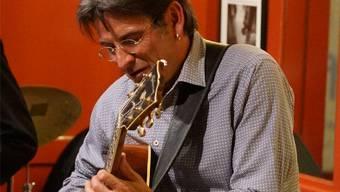 Gitarrist Roberto Bossard. Peter Hunziker