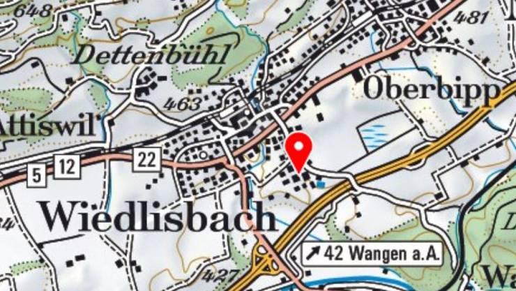 In einem Industrie- und Gewerbeareal am Rand von Wiedlisbach ist am Dienstag ein Gebäude mit mehreren Werkstätten abgebrannt.