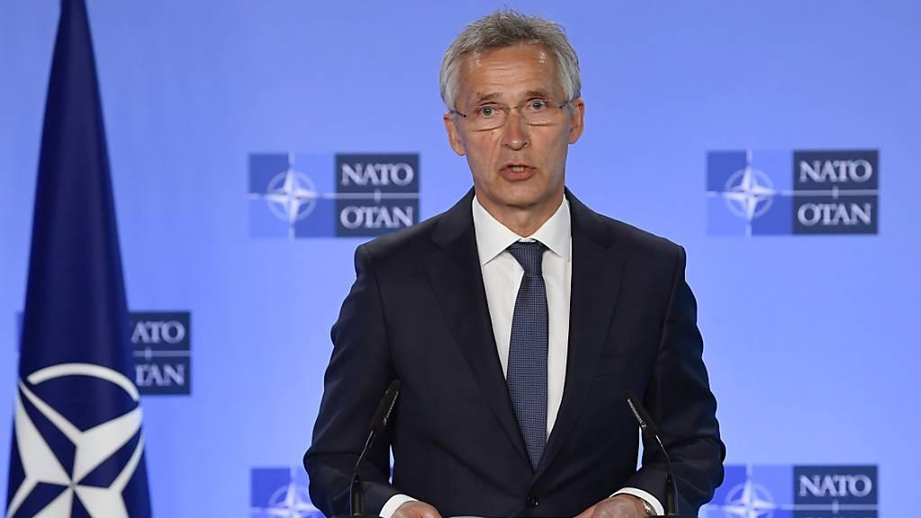 Der Generalsekretär der NATO Jens Stoltenberg spricht während einer Pressekonferenz im NATO-Hauptquartier in Brüssel. Foto: John Thys/Pool AFP/AP/dpa