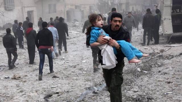 Verzweiflung nach einem Luftangriff in der nordsyrischen Metropole Aleppo
