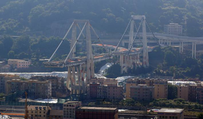 Impressionen von der Sprengung der Morandi-Brücke in Genua.