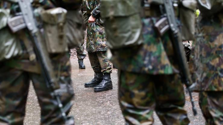 Im Gegensatz zum Vorjahr verzeichnete die Fachstelle Extremismus in der Armee 2019 neun zusätzliche Meldungen. (Symbolbild)