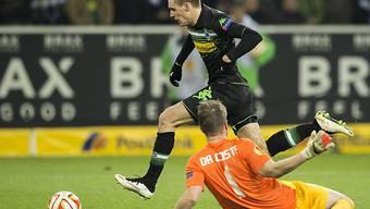 Herrmann umspielt Da Costa und erzielt das 1:0 für Gladbach.