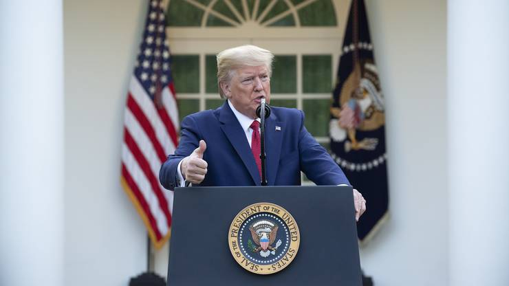 US-Präsident Donald Trump befürchtet 100'000 Coronavirus-Tote in den USA – das sagte er am Sonntagabend an einer Medienkonferenz im Garten des Weissen Hauses.
