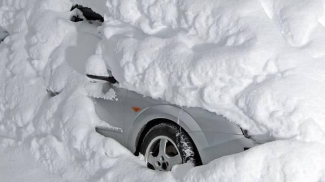 Das Auto des Schweden war komplett eingeschneit (Symbolbild)