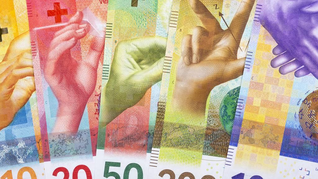 Gefälschte Banknoten: Polizei nimmt zwei Verdächtige fest