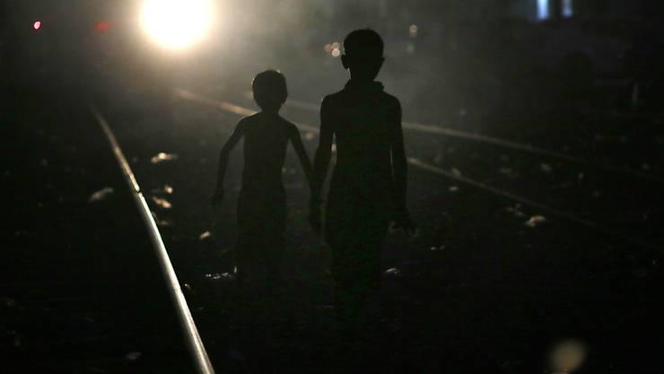 Obdachlose Kinder in Gauhati, Indien: Im Subkontinent sind Kinder nach einem UNICEF-Bericht besonders stark von Armut betroffen. (Archivbild)
