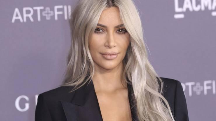 Kim Kardashian muss bekanntlich nicht für Geld arbeiten. Jetzt erst recht nicht: Ein Aktienpaket, das ihr ihr Mann Kanye West zu Weihnachten geschenkt hat, hat seinen Wert still und leise um 32'000 Dollar erhöht. (Archivbild)