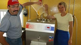 Auf dem Bauernhof von Jeremias und Doris Heinimann in Bennwil läuft die Glacemaschine heiss. Foto: sed