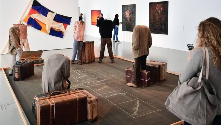 «Hopscotch»: Der wichtige griechische Künstler Vlassis Caniaris thematisiert mit den kopflosen Figuren das Schicksal von Arbeitsmigranten. Getty Images