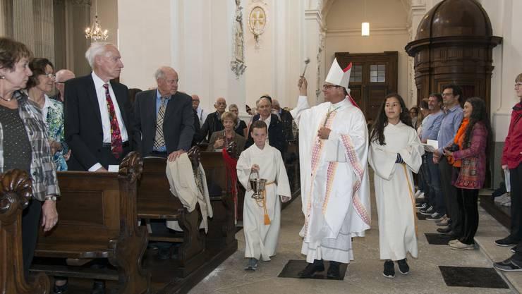 Bischof Felix Gmür segnet die 360 «goldenen» Paare: «Die Liebe aus Wohlwollen ist die Liebe, die eine Ehe trägt».