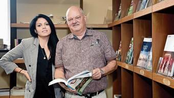 Andy Wetter und Tochter Sandra haben den Wartesaal des ehemaligen Bahnhofs in ein Reisebüro umfunktioniert.