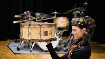 Die 33-jährige kroatische Schlagzeugerin Lada Obradovic hat entscheidende Starthilfe in der Schweiz erhalten.