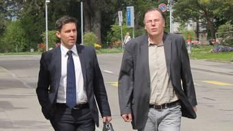 A.W. und Verteidiger Daniel Petazzi auf dem Weg zur Verhandlung.