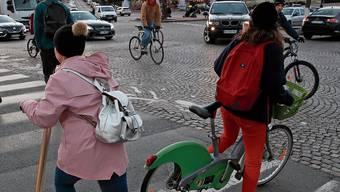 Die streikenden Zugführer treiben die Pariser und Pariserinnen aufs Velo und Trottinett.