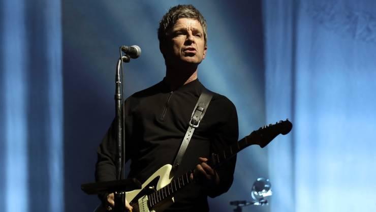 """Der britische Sänger und frühere Oasis-Gitarrist Noel Gallagher macht sich keine Sorgen um die Welt: Trotz Klimawandel oder Terroranschlägen bleibe die Welt. Auch nach dem Brexit werde """"irgendwann"""" wieder alles so sein, wie es war. (Archivbild)"""