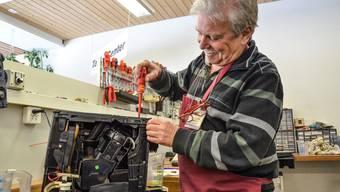 Richard Heidt kennt jede seiner Kaffeemaschinen in- und auswendig. Was er repariert, das läuft wieder.