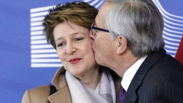 Herzlicher Empfang, dann klare Worte: Juncker begrüsst Sommaruga