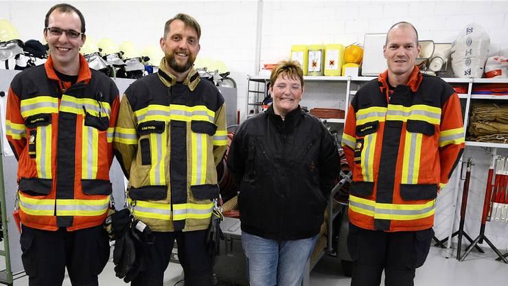 Wechsel in der Administration der Feuerwehr Walterswil, von links: Martin von Arx (Kommandant-Stellvertreter), Philip Lüdi (neuer Fourier), Franziska Wilhelm (abtretender Fourier) und Kommandant Martin Schürch.