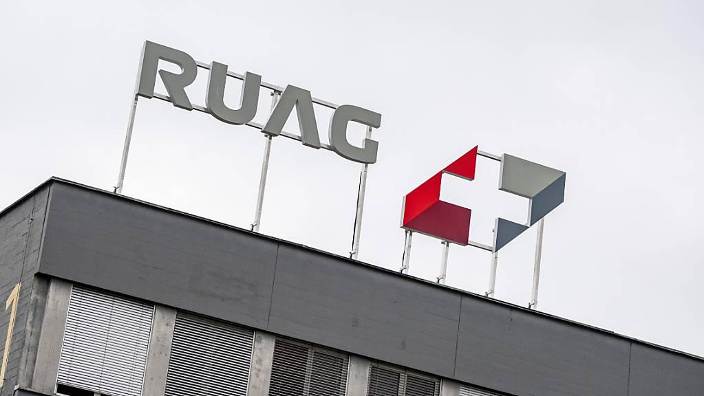 Das Logo der Ruag Holding AG am Sitz in Emmen im Kanton Luzern.
