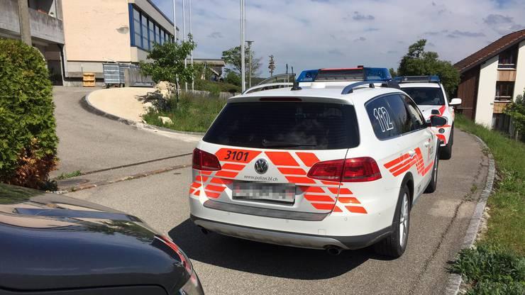 Grosses Polizeiaufgebot beim Schulhaus Dorneckberg.