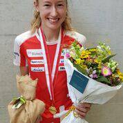 Eline Gemperle mit Siegerstrauss