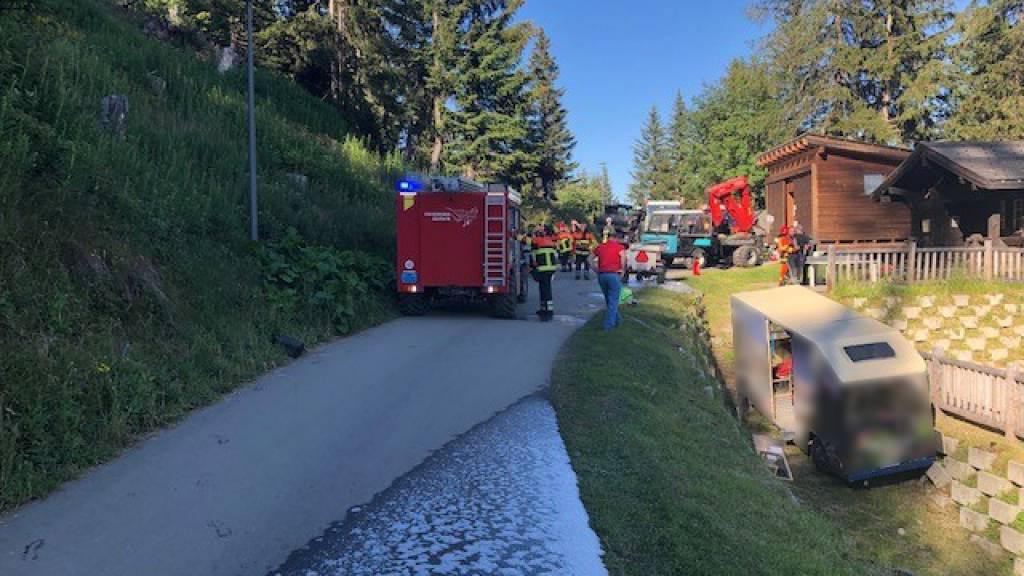 Beim Unfall wurde der Chauffeur des Elektrobusses schwer verletzt.