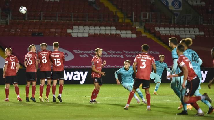 Das einzige Erfolgserlebnis bei Liverpool in dieser Saison. Shaqiri trifft per Freistoss im Ligacup gegen Lincoln. In Premier-League-Spielen kam er bis anhin nicht zum Einsatz.