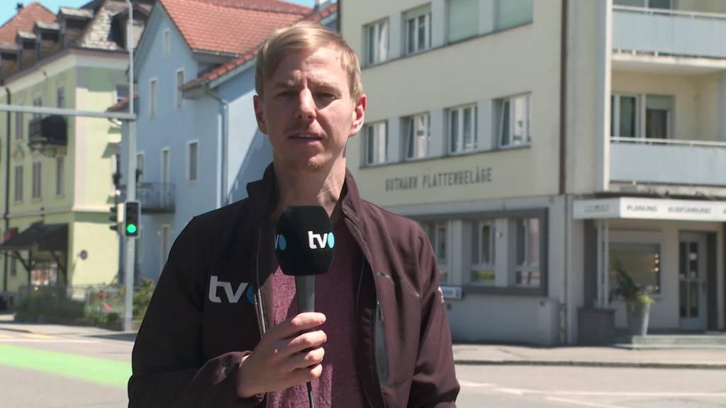 Provokation: Schwarzgeschminkter verkauft Mohrenköpfe