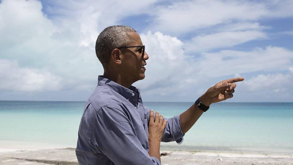 Dort drüben geh ich tauchen: Barack Obama am Donnerstag am Turtle Beach.