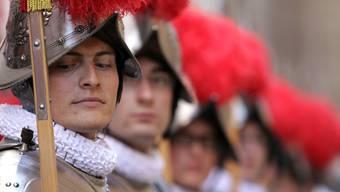 Schweizer Gardist berichtet erneut von sexuellen Avancen von Gottesleuten im Vatikan.