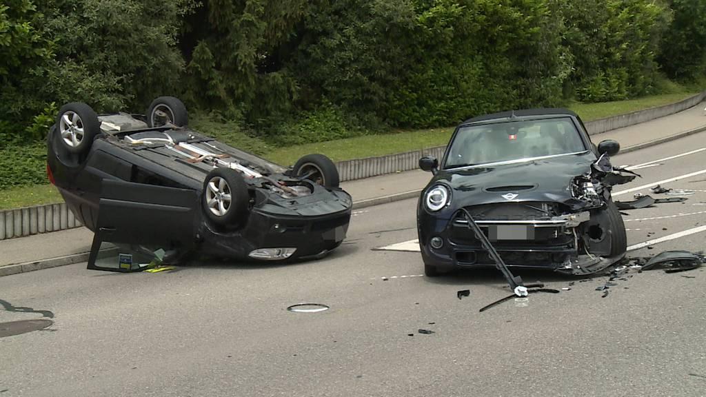 Auffahrtskollision in Männedorf: 77-Jähriger leicht verletzt