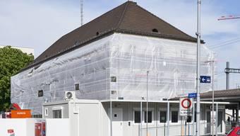 Provisorium an den Gleisen: Die Lernenden in Schlieren arbeiten während 13 Monaten im Container.