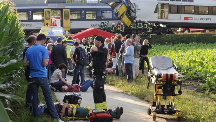 Zugunglück fordert ein Todesopfer und 26 Verletzte