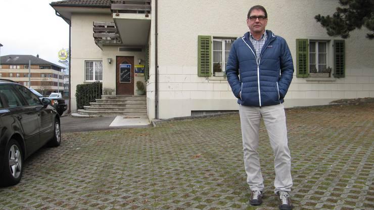 Dieter Zaugg vor dem ehemaligen Gasthof Waldeck in Muhen