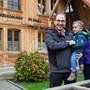 «Willkommen im Zelgli»: Sohn Julian ist das jüngste Kind der Familie von Nicole und Fritz Reusser.