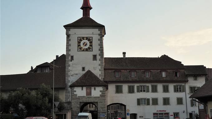 Das alte Lenzburgertor soll künftig für Fussgänger freigegeben werden. ces