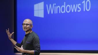 Microsoft-Chef Nadella bei einer Präsentation (Archiv)