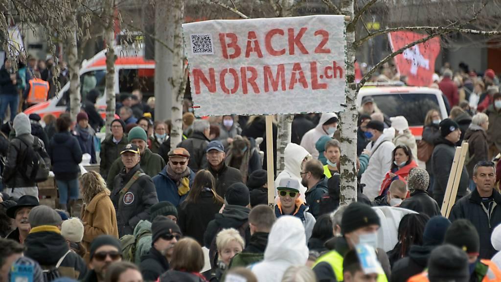 Bei der Demonstration gegen die Corona-Massnahmen am Samstag in Liestal wurde die Maskentragpflicht von praktisch allen Teilnehmenden ignoriert.