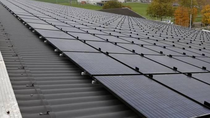 Sicht auf  die zweitgroesste Photovoltaik-Anlage im Kanton Solothurn