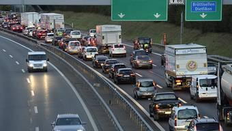 Der Mann war auf der Autobahn A1 Richtung Bern in Stau geraten. (Symbolbild)