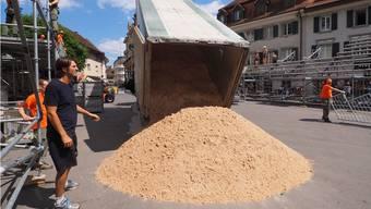 Michi Bleiker hat hohe Ansprüche: Der Sand fürs Beachturnier kommt extra aus Frankreich.